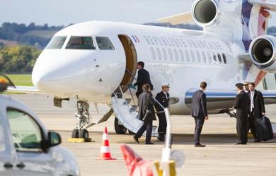 Manuel-Valls-en-avion-presidentiel_pics_390