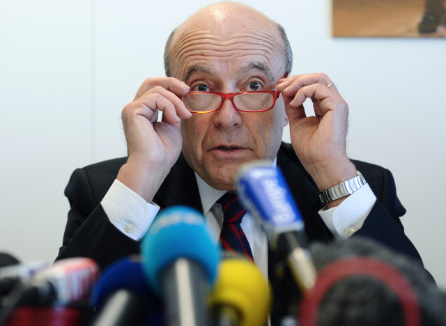 Bordeaux' mayor and founder of the right-wing UMP party, Alain Juppe speaks during a press conference at the Communaute Urbaine de Bordeaux (CUB), on November 22, 2012. AFP PHOTO/ NICOLAS TUCAT